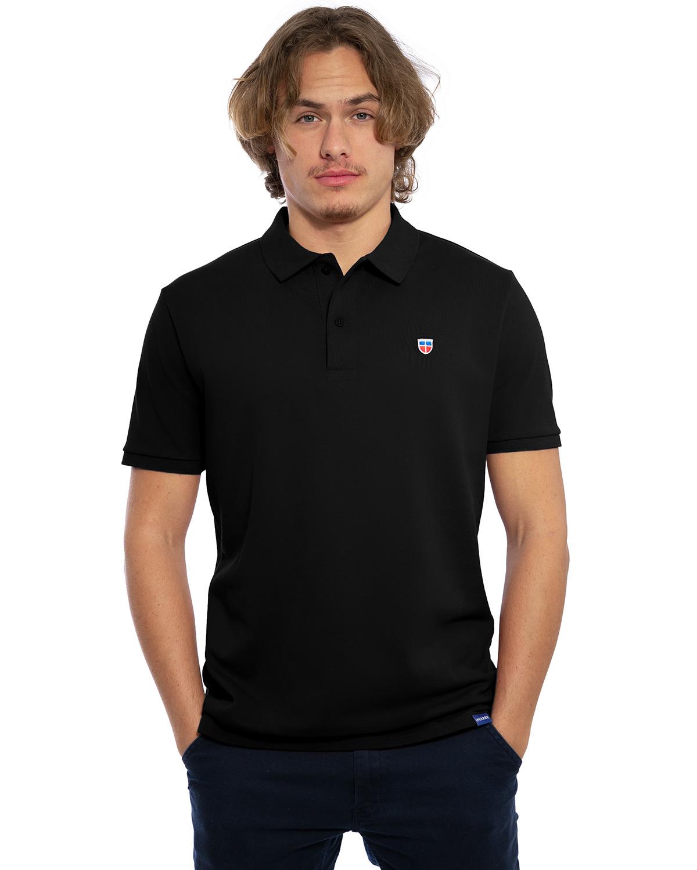 """Vorder-Ansicht des hochwertig bestickten Herren Polo Shirt """"FELIX"""" in der Farbe Bordeaux von der Saarland Marke Lasarre mit dem LASARRE Wappen in Blau, Weiß, Rot auf der linken Brust und dem blauen LASARRE Markenzeichen am Saum"""