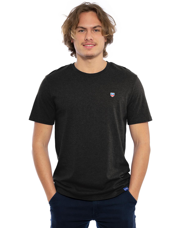 """Vorder-Ansicht des hochwertig bestickten Männer T-Shirt """"PAUL"""" in der Farbe Lava-Grau von der Saarland Marke Lasarre mit dem LASARRE Wappen in Blau, Weiß, Rot auf der linken Brust und dem blauen LASARRE Markenzeichen am Saum"""