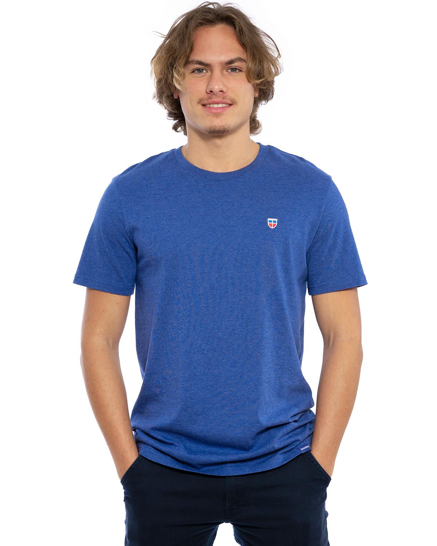"""Hochwertig besticktes Männer T-Shirt """"PAUL"""" in der Farbe Kobalt von der Saarland Marke Lasarre mit dem LASARRE Wappen in Blau, Weiß, Rot auf der linken Brust und dem blauen LASARRE Markenzeichen am Saum"""